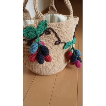 ブドウの手編みバッグ