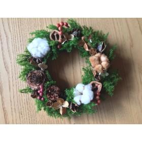 木の実と綿のクリスマスリース