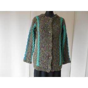 グリーンの模様編みカーディガン
