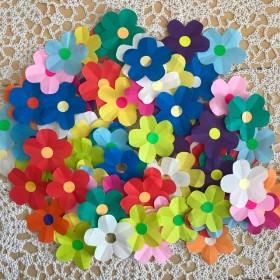 折り紙 小さなカラフルなお花 切り紙 壁面飾り