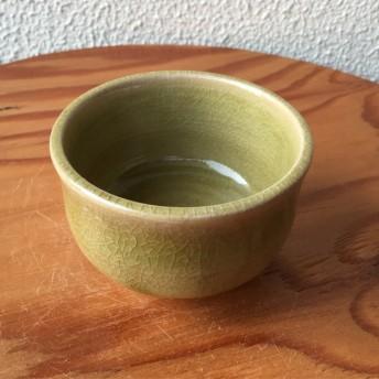 淡黄緑の小鉢