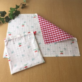 さくらんぼ刺繍のランチョンマット&巾着袋