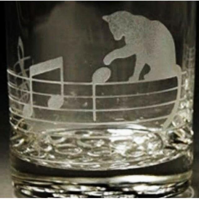 音符と猫(丸口のロックグラス)