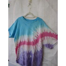 タイダイ染め すてきなもようのレインボーTシャツ