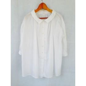 大きな白のシャツ