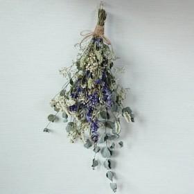 ラクスパーとユーカリ 小花のドライフラワースワッグ/かすみ草