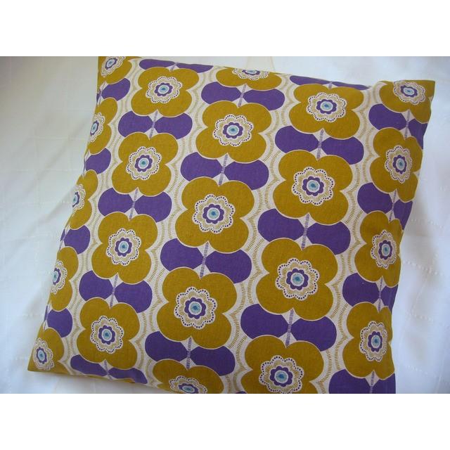 ☆再販☆黄色紫の北欧花模様が素敵なクッションカバー