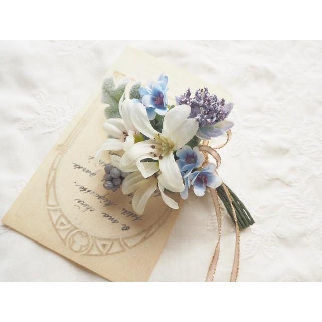 Petit bouquet de fleurs*ダイヤモンドリリーの花束のコサージュ