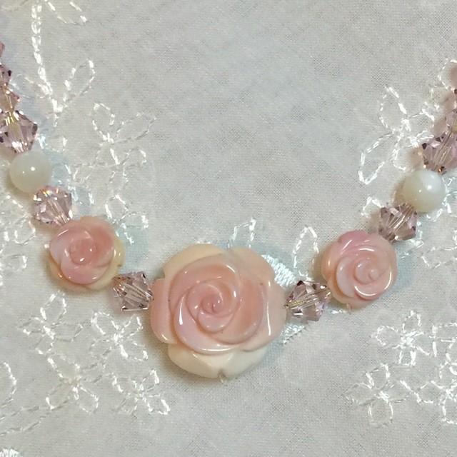 真珠母貝 クィーンコンクシェル バラのネックレス