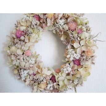 小さな森のふんわり桜色の小花のリース