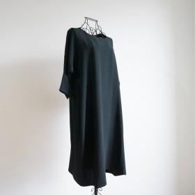 絹100% シンプル黒のワンピース