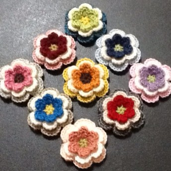 9個セット ︎純毛中細 で編んだ色とりどりのお花の立体モチーフ/40㎜/アソートB