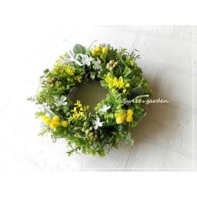 素朴で可憐なイエロー小花のミニリース(fw111)*玄関ドアなど外にも飾れるアーティフィシャルリース