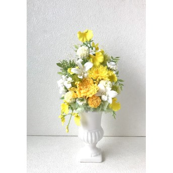 イエロー系のアレンジ:輪菊 ことね菊 デンファレオンシジューム黄色白色 お祝いギフトお供えお悔みにも