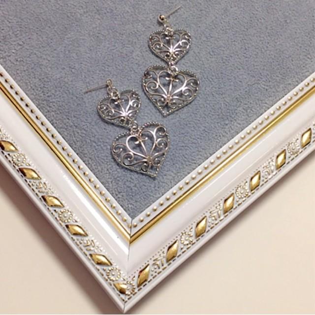 フェミニンな耳飾り アンティーク調シルバリーハート大小 ピアス イヤリング 大ぶり