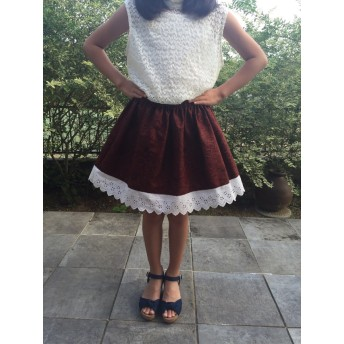 ノスタルジックで気品のあるフォーマルにも使えるガーリースカート