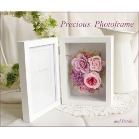 モーヴカラーのフォトフレームアレンジメント Precious Photoframe(プレシャスフォトフレーム) F001