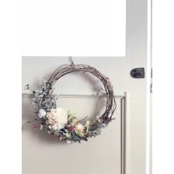 パステルカラーの花かごリース