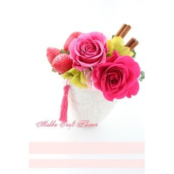 キュートないちご×ピンク系ローズのプリザーブドフラワーアレンジメント