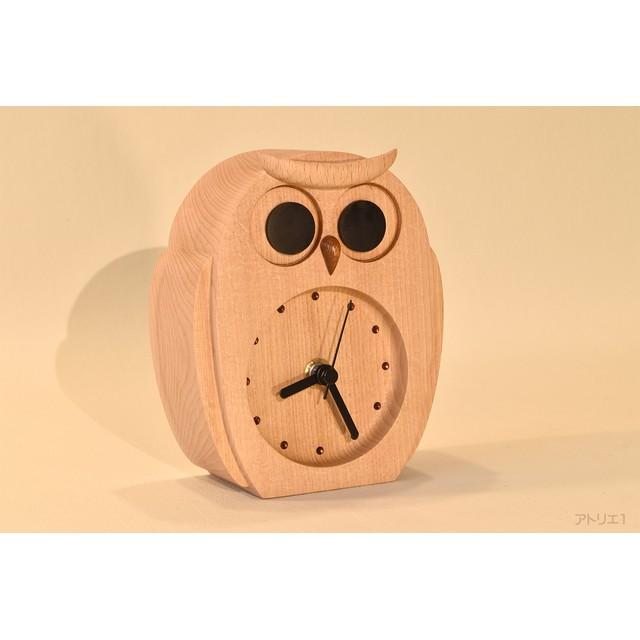 白ふくろうの置き時計