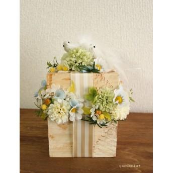 小鳥のプレゼントボックスのアレンジメント マーガレット リングピロー
