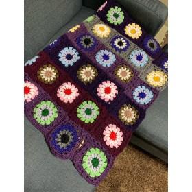 世界に一枚!手編みの華やかなブランケット