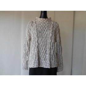 ベージュの模様編みセーター