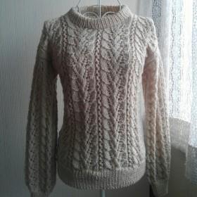 リーフ模様のセーター(ベージュ)