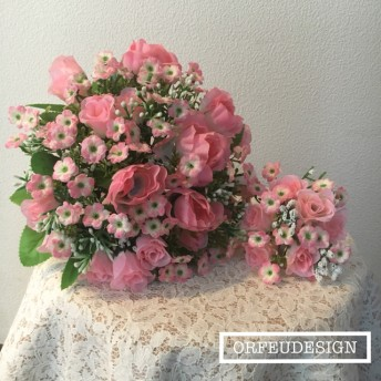 スプレーバラと小花の可愛いピンクのブーケ