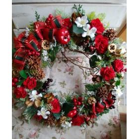 リボンがかわいい 赤ローズと木の実のリース クリスマスプレゼントにも!