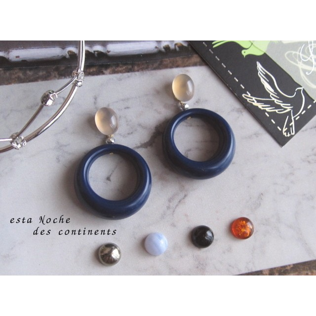 選べる 天然石 ◆ ヴィンテージの紺色フープ・イヤリング または ピアス