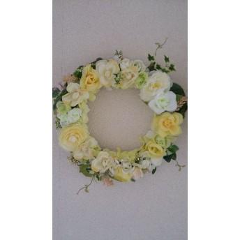 黄色や白のバラのリース