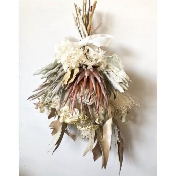 星月猫★「プロテアのホワイトリボンスワッグ」ドライフラワー 花束