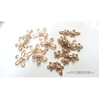 新【10個】小6個・大4個入り♪ゴールドとパールの手がき風で優しい形のお花モチーフ(#^^#) イヤリング・ピアス・ネックレス作りに♪