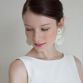ホワイトフラワーモチーフピアス ブライダルアクセサリー 結婚式 パーティー【ホワイトフラワーピアス】