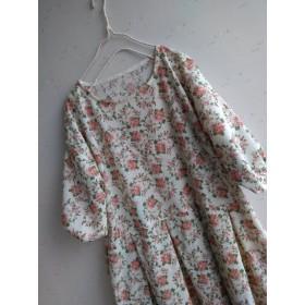ガーゼ風コットン5分ふんわり袖生成り色に花柄チュニックワンピース