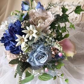 ピオニーのアンティークブーケ+ブートニア/ウエディングブーケ ブライダルブーケ 結婚式 高級造花 ブルー 芍薬 アーティフィシャルフラワー プリザーブドフラワー カラー サムシングブルー 青いブーケ