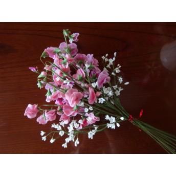 樹脂粘土で作ったスイートピー12本とカスミソウの花束