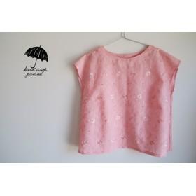 ピンクのノースリーブ