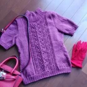 スモーキーピンクの半袖プルオーバー