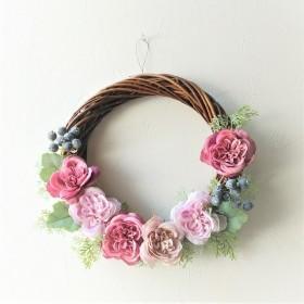 スモークピンクのバラのリース
