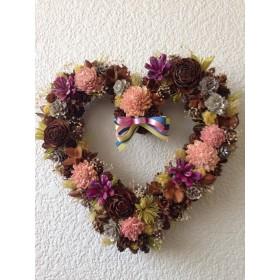 ☆ オールシーズン飾れる木の実と花のハートリース (1点物)