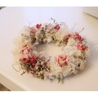 ペッパーベリーとバラのリース