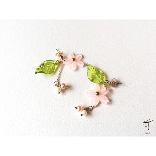 桜と淡水パールのピアス(イヤリング)