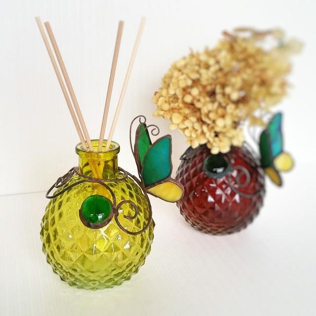 ガラスの蝶々 一輪挿し orアロマディフューザー(黄色地 緑蝶々)