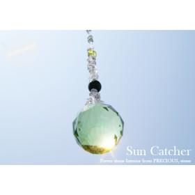優しいグリーンの輝きが頭と心を癒すサンキャッチャー