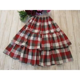 赤とグレーのチェックのロングスカート