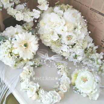 オーダー ウェディングブーケセット(キャスケード)&花冠など一例*清楚で繊細なホワイト(白)グラデーション ご検討の方はご購入前に必ずメッセージをお願いいたします♪