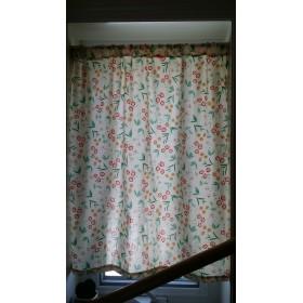 レトロなお花の小さなカーテン 小窓に