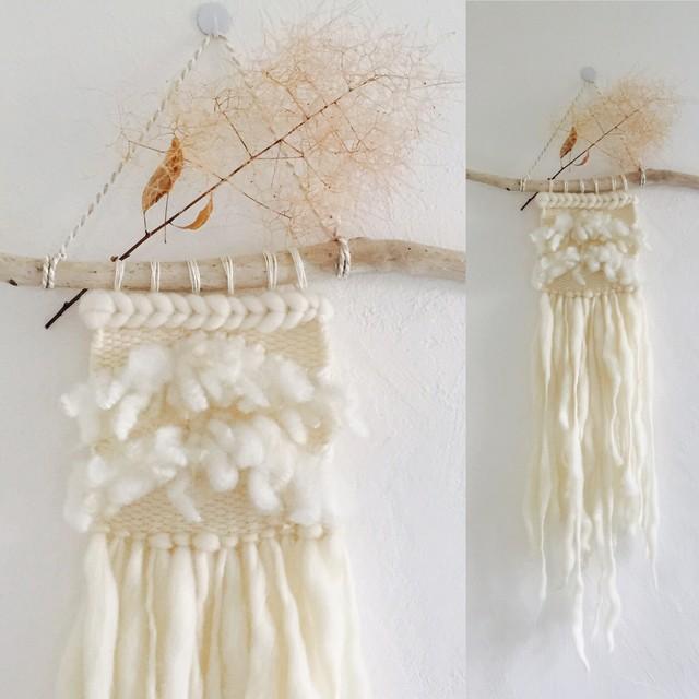 White色々羊毛のウォールハンギング